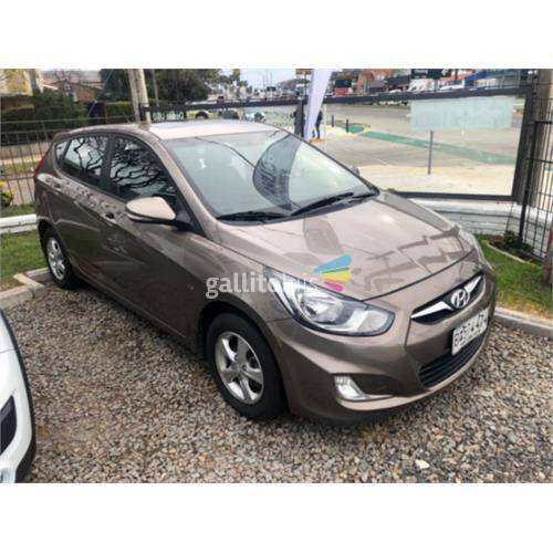 Hyundai accent hatch 1.6 2013 1 dueño extrafull