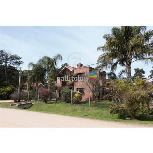 Hermosa casa de 3 dormitorios en barrio jardín! naturale...